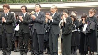 島倉さん葬儀に3000人石川さゆり、山田邦子ら涙のお別れ