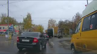 Сразу несколько идиотов на одном светофоре