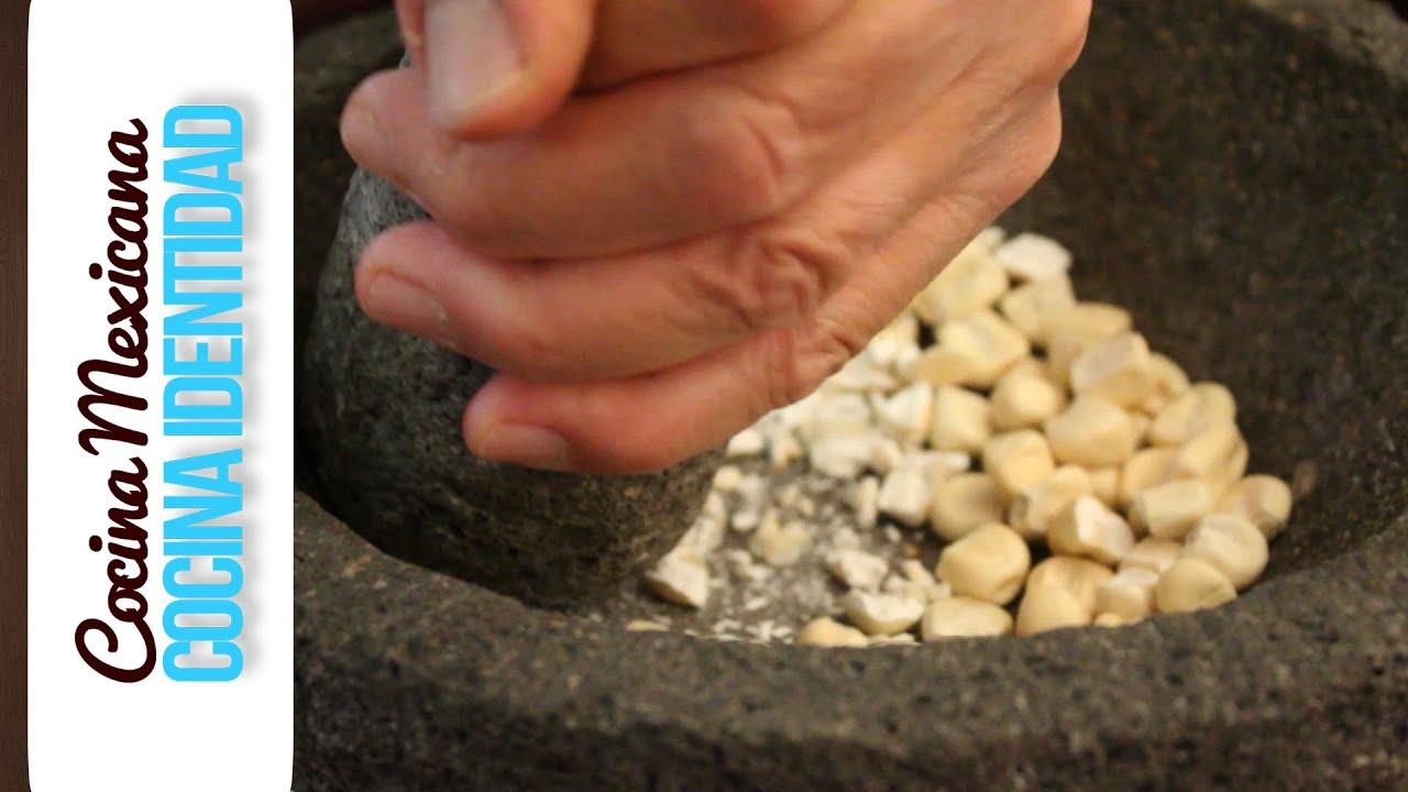 Cómo curar un molcajete. Consejos de cocina mexicana. Yuri de Gortari