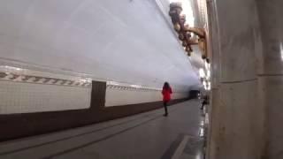 Высокая девушка в Московском метро  12.01.2017