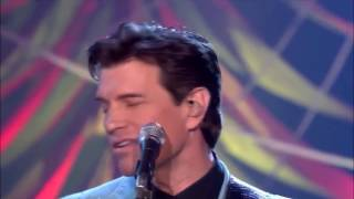 Chris Isaak - Let Me Down Easy (Live)