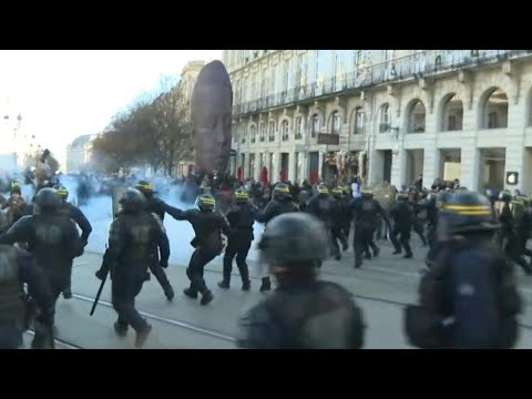 Police clash with protesters during Bordeaux demo against pensions reform | AFP