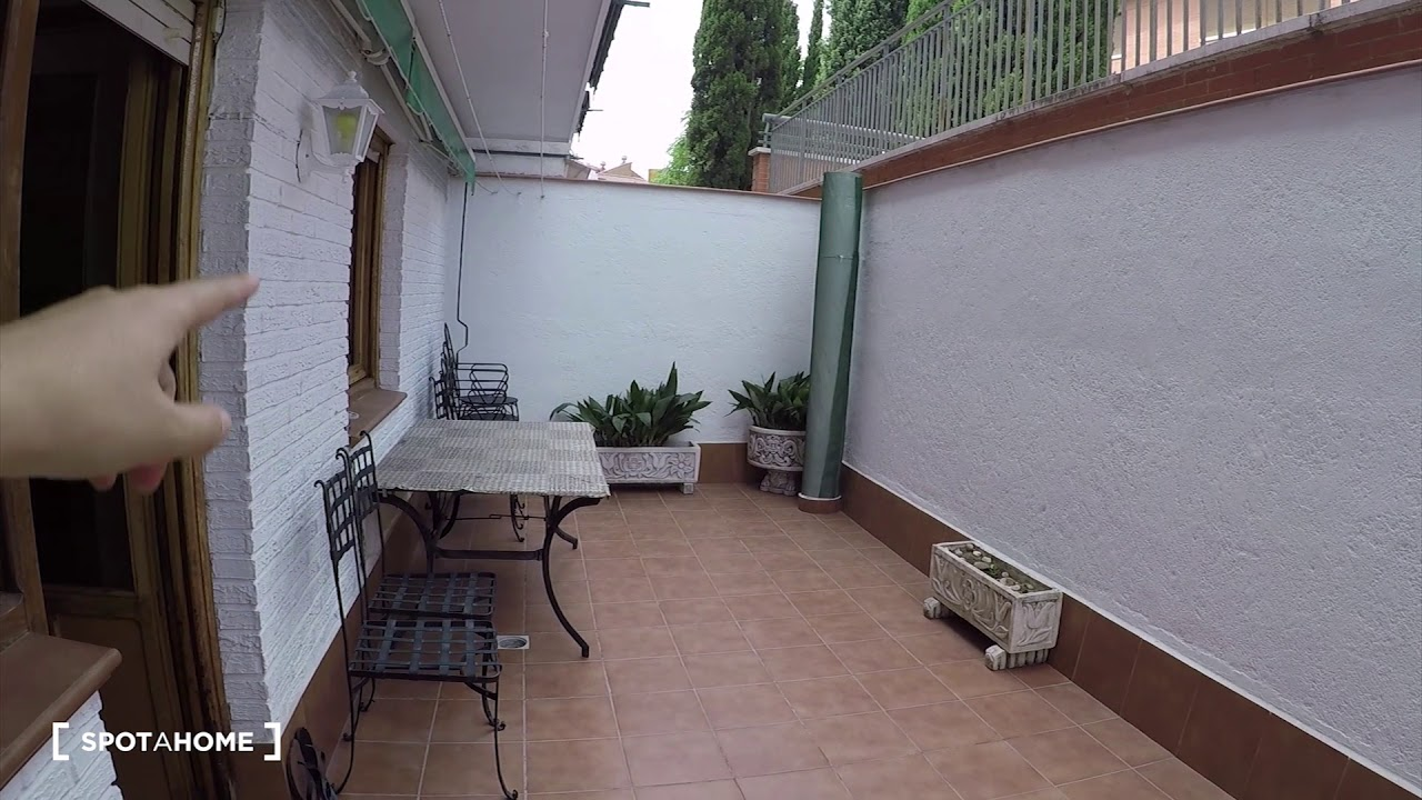 Rooms for rent in 3-bedroom apartment with terrace in Getafe
