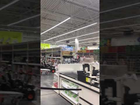 Освещение гипермаркета линейными светильниками. Тросовый монтаж