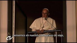 El Papa Francisco con los jóvenes  reunidos en la plaza del arzobispado