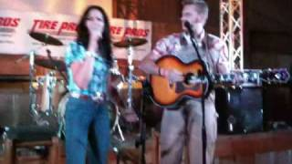 Joey and Rory - God Help My man If Hes Foolin Around