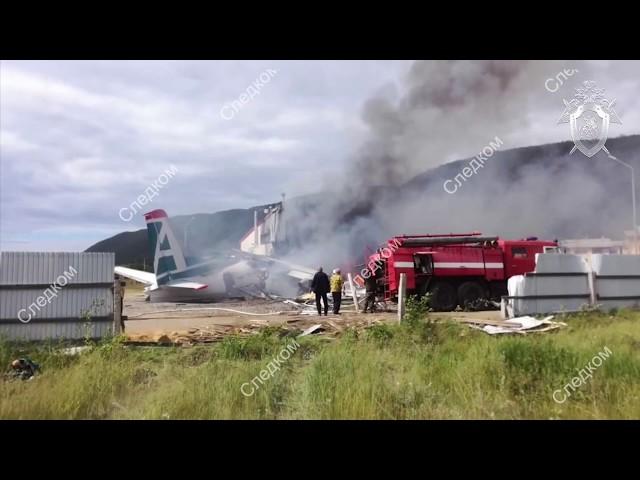 Пилот и бортмеханик погибли при посадке самолёта