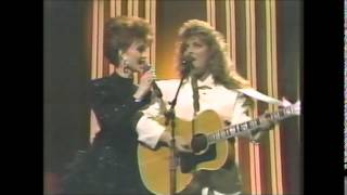 "The Judds ""Rockin' to the Rhythm of the Rain"" 1988"