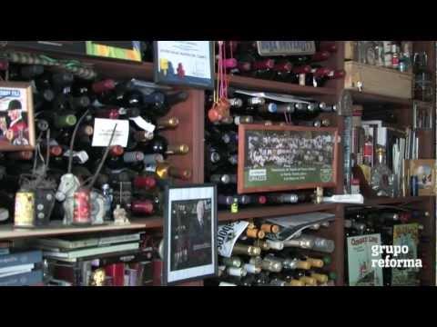 Coleccionista de botellas y etiquetas de vino