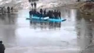 ванкор зимник апрель2011, наша вахтовка поплыла