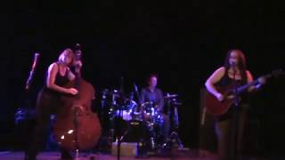 The Righteous Babes - Evolve (Ani DiFranco cover band)
