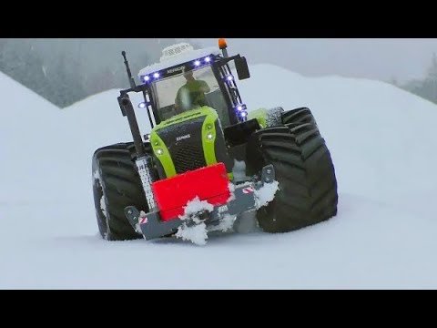 RC CLAAS XEREON 5000 AT THE SNOW ROAD! COOL BRUDER RC TRACTOR AND HEAVY WHEELS! AMAZING RC MACHINE