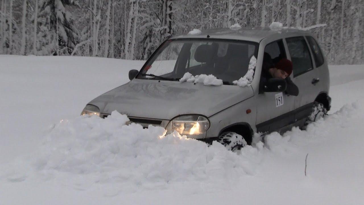 Фото к видео: Шевроле Нива в глубоком снегу