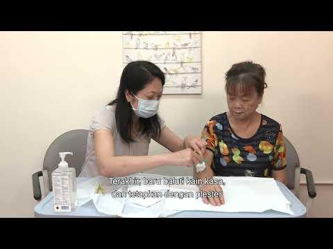 影片: Tips membantu lansia untuk perawatan luka