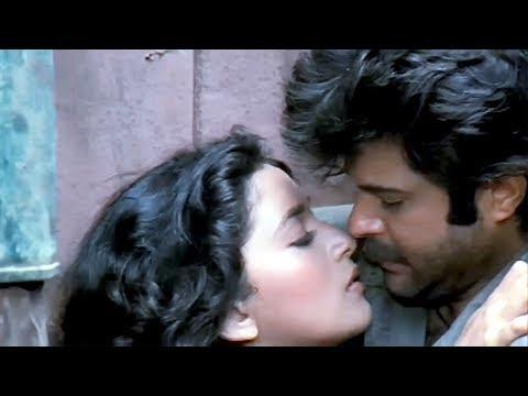 Anil Kapoor rescues Madhuri Dixit   Tezaab   Action Scene 16/20