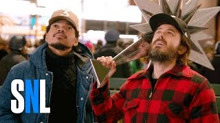 SNL Host Casey Affleck & Chance The Rapper Decorate The Christmas Tree