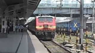 preview picture of video 'WAP-4 of Howrah Shed incharge with 12273 Howrah New Delhi Duronto Express Ready for Departure'