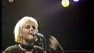 Alison Moyet performing 'Ode To Boy' 9