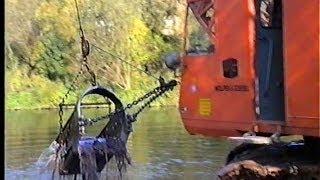 preview picture of video 'Menck M90 Nassbaggerei, Neckar / Fils, Plochingen, Germany,  23.10.1990.'