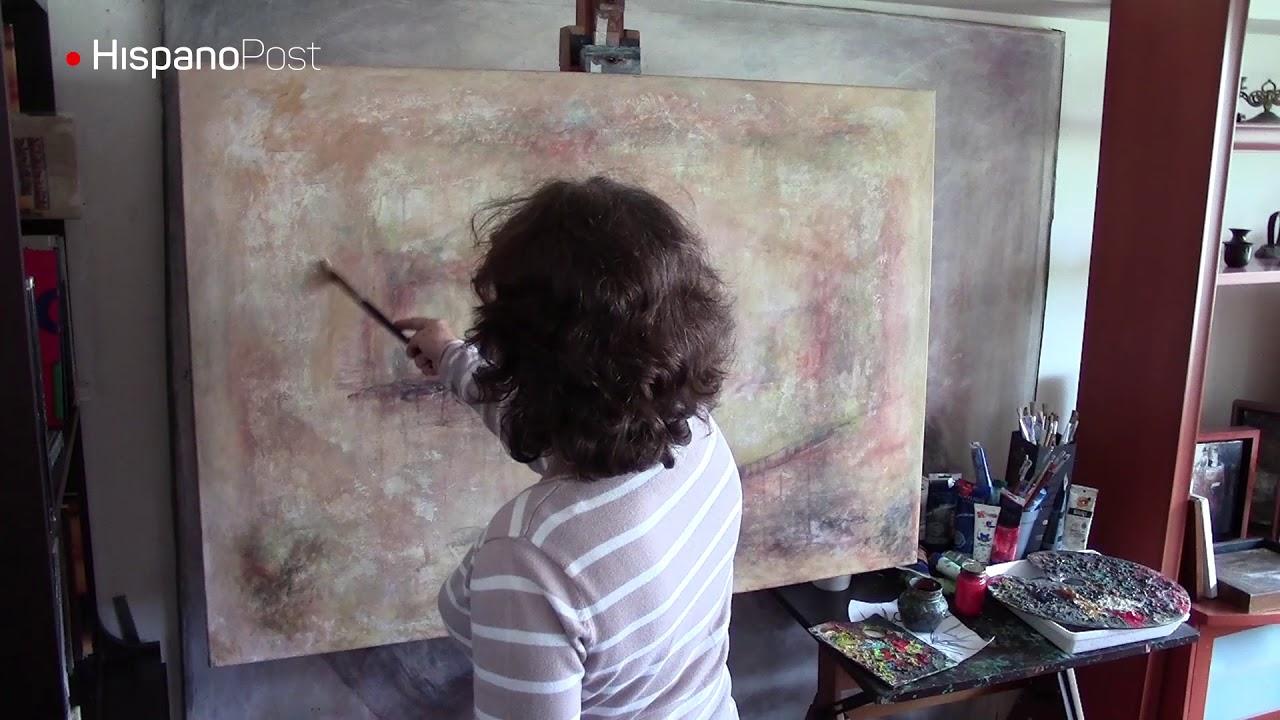 Discípula de Picasso transformó la sala de su casa en estudio de arte