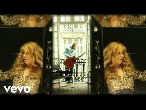 Paulina Rubio – Me Voy ft. Espinoza Paz