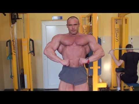 Kichanie silny ból w mięśniach ramion
