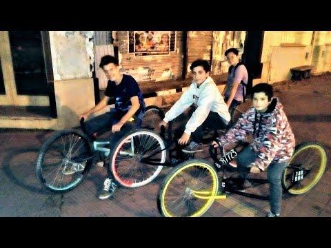 Jóvenes muestran sus bicicletas modificadas