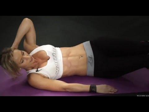 Come riunirsi in uno stomaco e fare il suo vuoto di esercizio piatto per uno stomaco