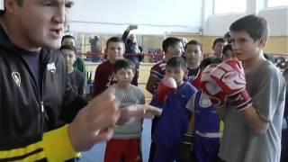 Денис Лебедев поделился секретами успеха с юными боксерами Экибастуза
