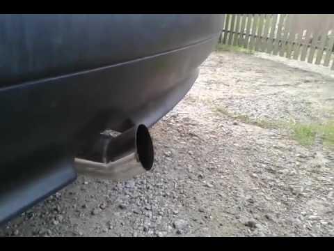 Die Motoren auf dem Benzin für die Wagen