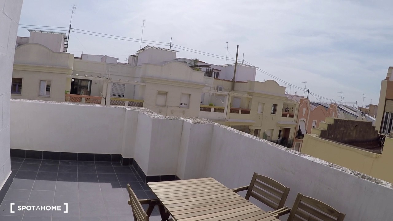 Rooms for rent in 4-bedroom apartment with large terrace in Ruzafa