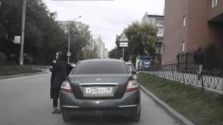 Смотреть онлайн Как угоняют машины прямо на глазах владельцев