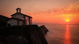 preview picture of video 'Anochece en la ermita San Telmo, Zumaia - Timelapse 16-07-2014'