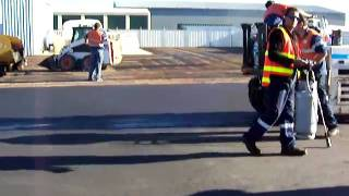 preview picture of video 'Asphalt Swan Hill - Rubber Rolling Asphalt Video 5.mov'