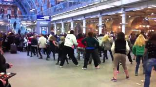 Flash Dance   St Pancras Station   31st Dec 2010