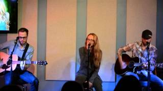 Danielle Bradbery sings 'Young In America'