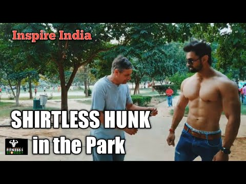 , title : 'Shirtless Hunk in the park - Bodybuilder in Public - 2019 shoot