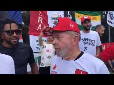 Mano Brow troca ideia com o Ex Presidente Lula no Jogo de Inauguração do campo Dr. Sócrates.
