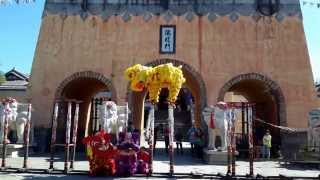 preview picture of video 'เชิดสิงโต โรงถ่าย 8 เทพอสูรมังกรฟ้า เมืองต้าหลี่ www.taweesak.in.th'