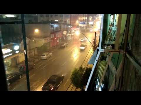 Após calor de 35ºC, Patos de Minas tem chuva com ventos fortes e raios