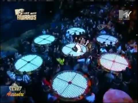 Chris Brown & Rihanna - Wall To Wall, Umbrella, Kiss Kiss, Like MJ (Live)