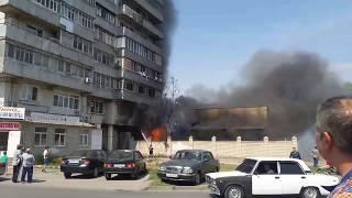 В Таганроге из-за крупного пожара на фабрике мороженого «Успех» загореласьсемнадцатиэтажка Ч.1