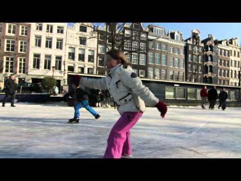 החלקה על הקרח ברחובות אמסטרדם