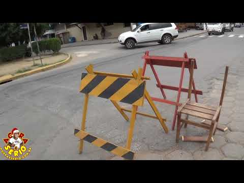 Rotatória Ridícula do Governo Ayres agora com cadeira para a brincadeira de rodar e sentar