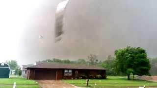 Close up of Oklahoma's May 20, 2013 F5 Tornado