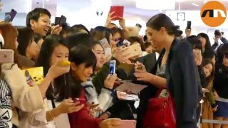 Miranda Kerr greets fans at Narita Airport in Japan