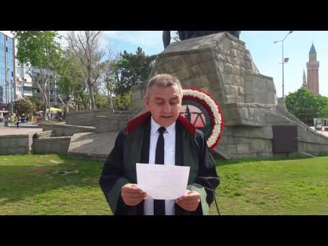Antalya Barosu Avukatlar Günü'nde Ata'ya çelenk sundu