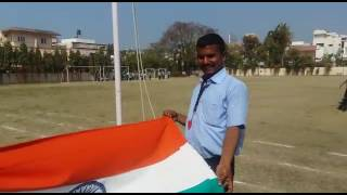 How to tie a knot of National Flag
