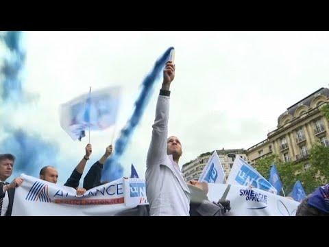 Στους δρόμους οι αστυνομικοί στην Γαλλία