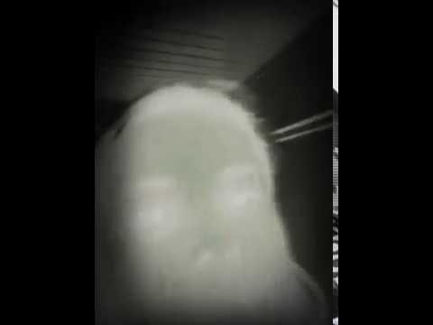 Vídeo de Gabi mostrando as bonecas